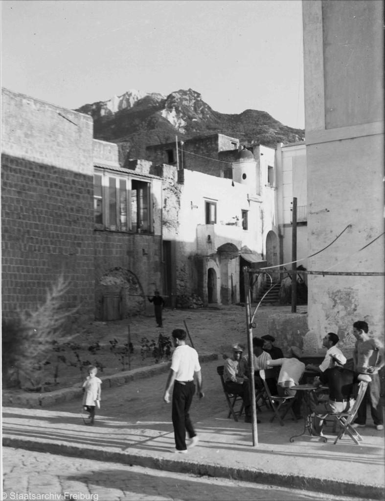 1933 Lacco Ameno - Gruppo di case e bar