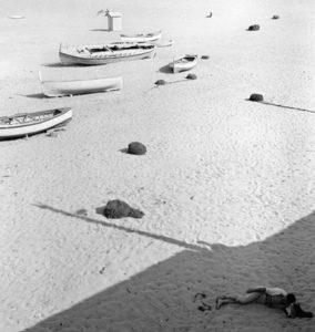 Piergiorgio Branzi - Spiaggia di Ischia nel 1953