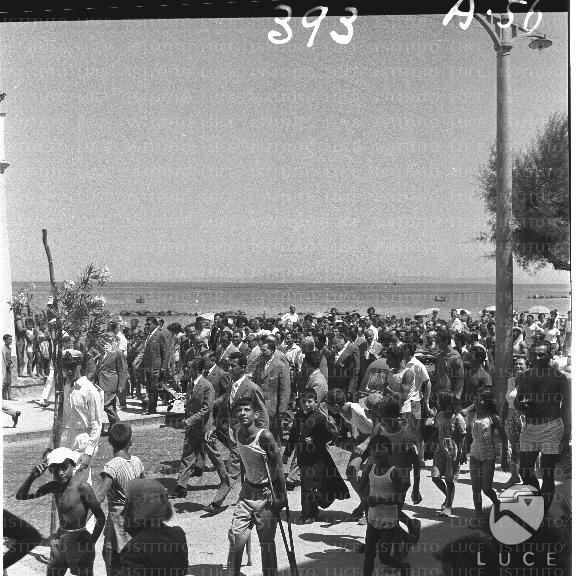 Arrivo Gronchi a Ischia: folla per le strade (1957)